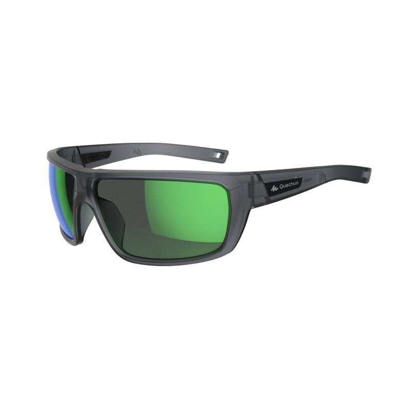 OCCHIALI HIKING 300: la lente categoria 3 (filtro 100% ANTI-UV) assicura la massima protezione dai raggi solari. La forma avvolgente è ideata per la protezione degli occhi dal vento, schizzi e intemperie. Le lenti in policarbonato favoriscono la resistenza allo shock.